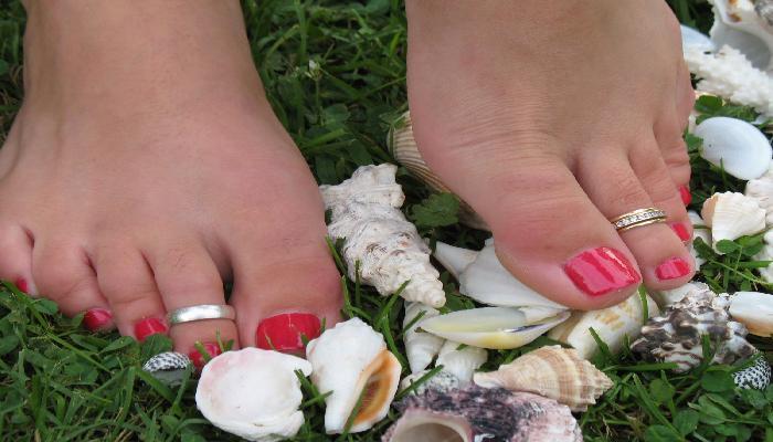 đeo nhẫn ở ngón chân