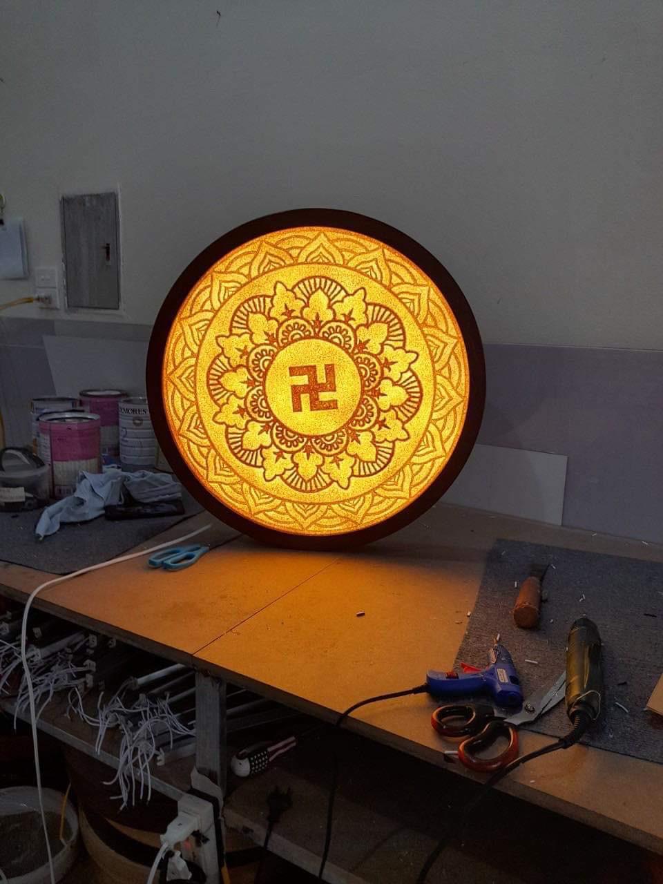 Đèn tranh trúc chỉ Mandala chữ vạn